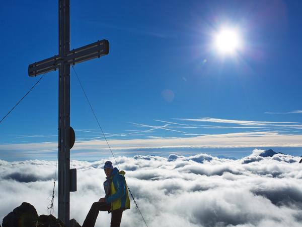 Typische Herbstwetterlage - Nebel über den Tälern, strahlend blauer Himmel darüber auf der Rinnenspitze dem Bausberg der Franz Senn Hütte