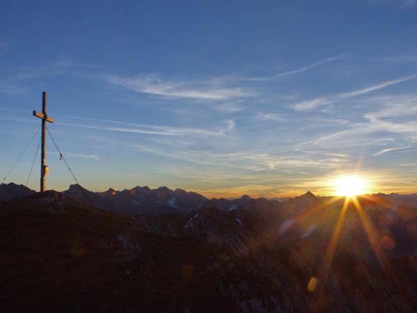Nach einer recht kühlen Biwaknacht-die ersten wärmenden Sonnenstrahlen