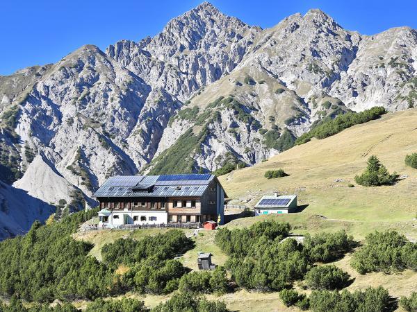 Solsteinhaus mit Kuhljochspitze