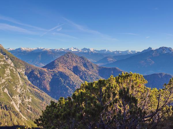 Herbst-die schönste Zeit im Karwendel! Im Hintergrund die Zillertaler Alpen
