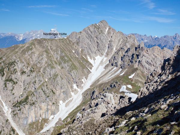 Blick von den Freiungen zur Nördlinger Hütte-das Bild zeigt mit was man in Sache Schneefelder zu rechnen hat.
