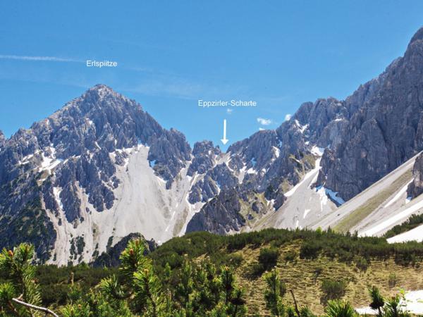 Der Aufstieg zur Eppzirler Scharte ist bis kurz unter der Scharte schneefrei! Im letzten Abschnitt befinden sich noch zwei steile Schneefelder!
