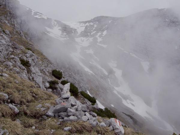 Hingegen trifft man im oberen Bereich des Wörgetales noch auf viele Schneefelder!