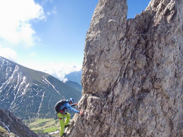 Blick vom Erlspitz-Westgrat auf die Hütte