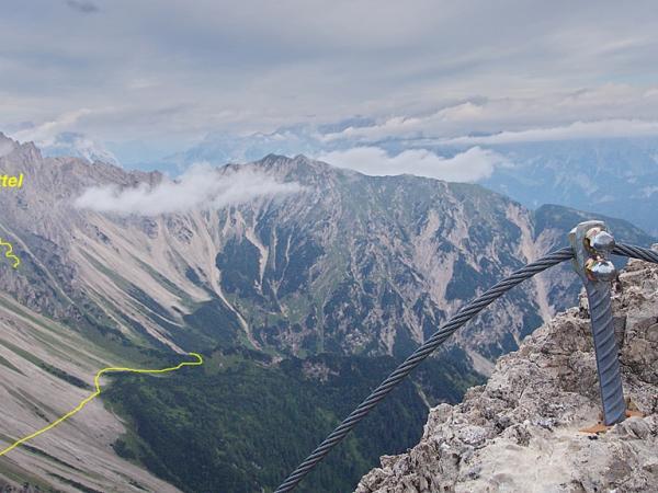 Blick auf den Ursprungsattel von wo der einfachere Weg über die Eppzirlerscharte zum Solsteinhaus führt!