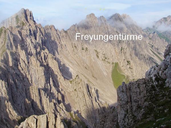 An der Südseite der Fryungen führt der schwierige Höhenweg entlang.