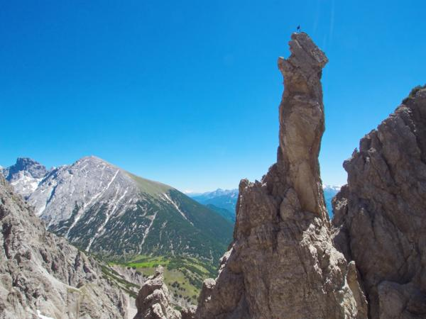 Am Westgrat der  Erlspitze-im Hintergrund der Solstein.